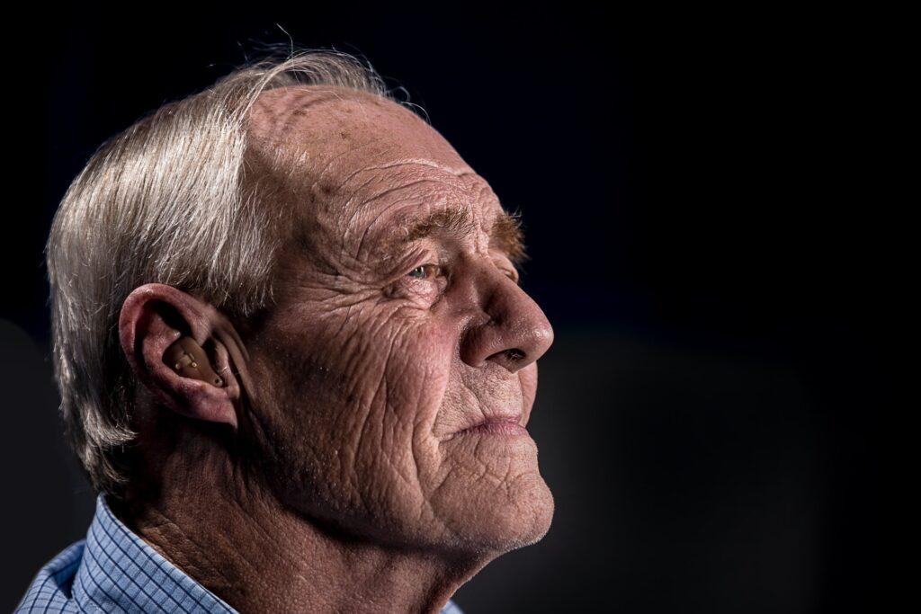 老人男性の顔