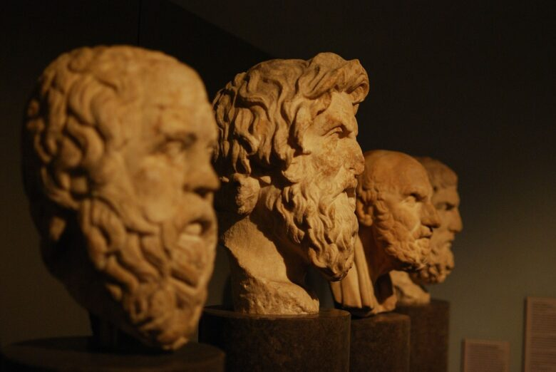 歴史的偉人銅像